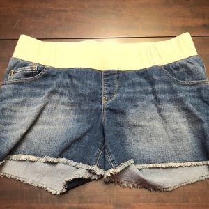 Old Navy Maternity shorts size 16.
